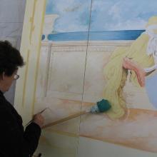 Esperti pittori realizzano decorazioni simili agli originali che riproducono.