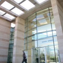 Entrata dell'edificio centrale amministrativo del polo industriale produttivo