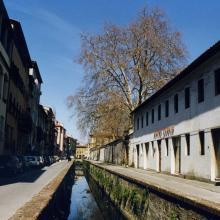 Vista di Via del Fosso e dell'hotel Ilaria nel 1990
