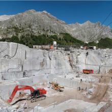 Operazioni di escavazione in una cava
