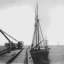 Forte dei marmi, estremità del pontile caricatore, circa 1908