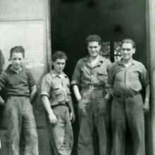 Orlando, Ugo e due operai (da destra)