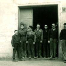 Ugo, Felice, Orlando e quattro operai (da destra)