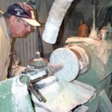 Tornio tradizionale per la lavorazione circolare del marmo