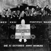 Le maestranze Henraux dopo la posa del pavimento policromo di San Pietro in vaticano, 1962