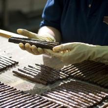 Lavorazione sigaro toscano: controllo qualità