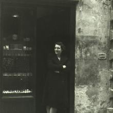 Negozio di Via Fillungo con Ida Lombardi anni 1960