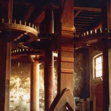 Gli ingranaggi dell'antico frantoio del '700