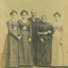 Antonio Cortopassi con la moglie Agnese Giurlani e le figlie Annunziata, Modesta, Geny